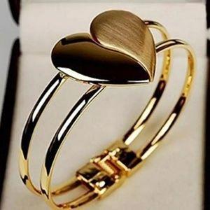 Elegant Heart Shape Bracelet